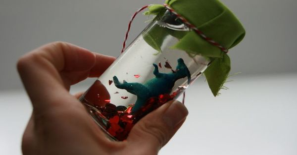 Dinosaur Valentines.. My boys would love this!