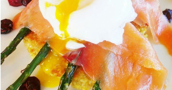 Poached Egg with Smoked Salmon & Quinoa Cake Benedict. Preheat oven at ...