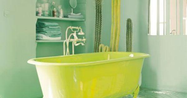 Relooker sa salle de bain peu de frais en peignant sa for Ou acheter sa baignoire