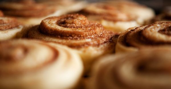 10 Delicious Dessert Recipes Under 200 Calories, includes an AWESOME Cinnamon Roll