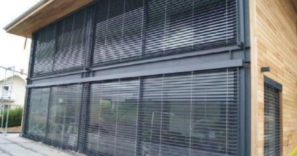 Grandes baies vitrées en alu noir sur maison en ossature métallique ...