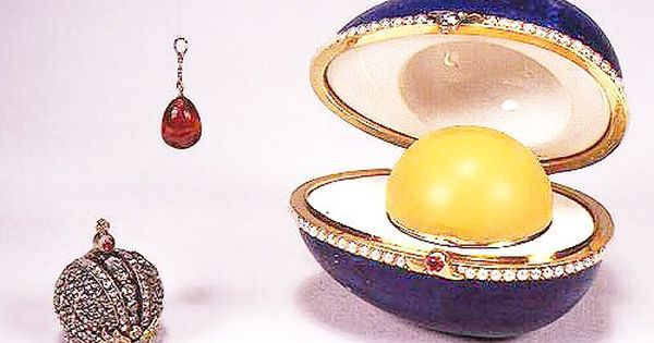 2 Hen With Sapphire Pendant 1886 Faberge Eggs Faberge Faberge Jewelry