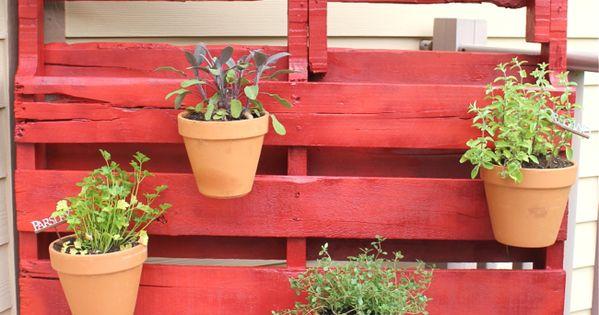Jard n vertical palet hort al balc pinterest jard n for Jardin vertical con palets