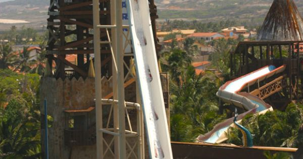 Insano water slide in Brazil - tallest water slide. Yikes!! Bucket list!