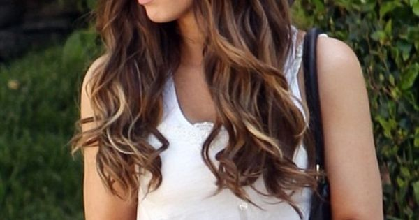Summer hair ideas: sexy dark to light ombre hair for long wavy