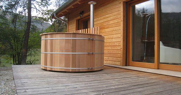 On aime l 39 autonomie du hot tub incluant sa propre for Chaudiere au bois exterieur