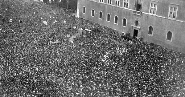 10 De Junho De 1940 Mussolini Da Janela Do Palazzo