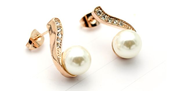 Charming Drop Ivory Freshwater Pearl Earring