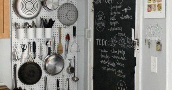 kleine k che einrichten k chenideen wand mit. Black Bedroom Furniture Sets. Home Design Ideas