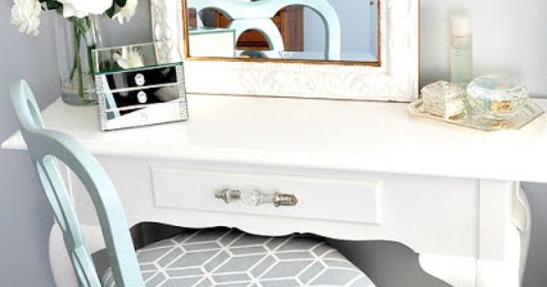 Creative DIYers Club: Vanity Table with chair.
