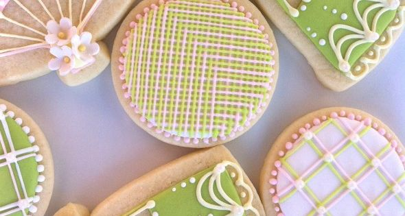 Decorated fan sugar cookies (royal icing)