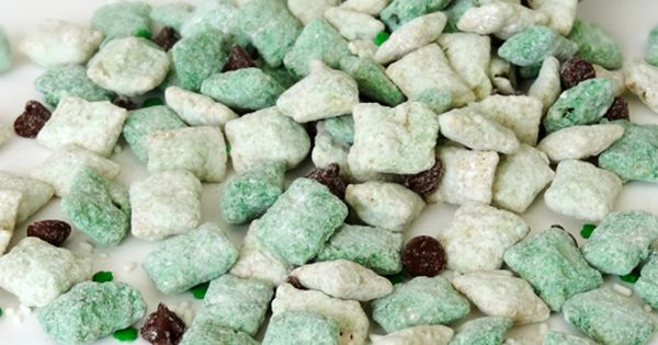 Baileys Irish Cream Puppy Chow, perfect for st patricks day! 5 cups