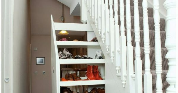 der treppen stauraum ist praktisch bei engen fluren. Black Bedroom Furniture Sets. Home Design Ideas