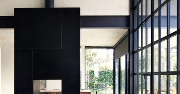 La monumentale chemin e habill e de noir est traversante et s 39 ouvre d 39 un c t sur le salon et La cloison magnifique le coin salon
