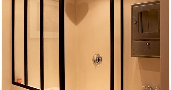 verri re en paroi de douche d co salle de bain. Black Bedroom Furniture Sets. Home Design Ideas
