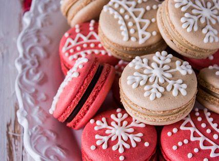 Christmas Gingerbread Macaroons || sara lucas