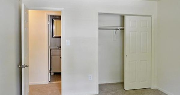 Klockner Woods Crestwood Square 1201 Klockner Road Hamilton Nj 08619 Rent Com Tall Cabinet Storage Apartment Apartments For Rent