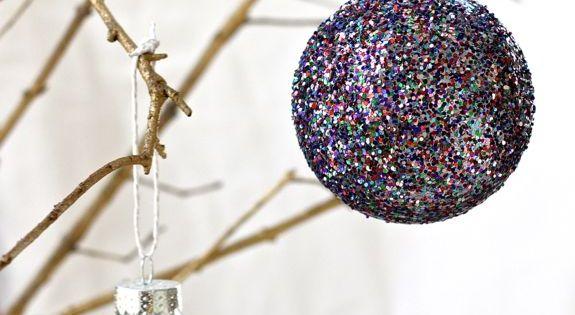 DIY Glitter Christmas Decor| http://christmas-decor-843.blogspot.com