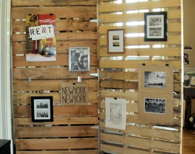 Pallet room divider. 35 Amazing Uses For Old Pallets