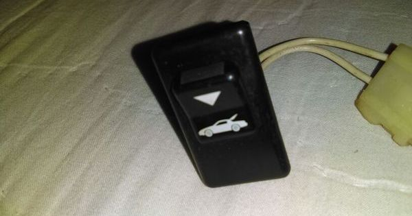 1984 1985 Corvette C4 Door Panel Rear Hatch Release Switch
