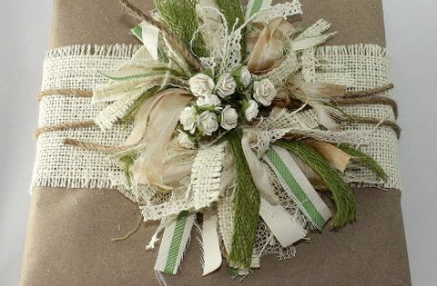 Burlap, ribbons and kraft paper. Tutorial is detailed and easy