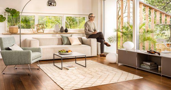 micasa wohnzimmer mit 3er sofa k nig hellgrau auch in anderen farben erh ltlich salontisch. Black Bedroom Furniture Sets. Home Design Ideas