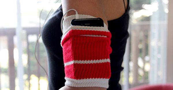 An old tube sock as a workout armband? Get the steps to