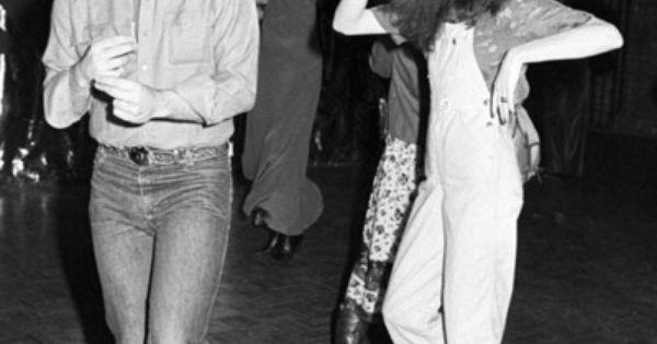 //\\ BillMurray dancing with GildaRadner at Studio54 in 1978