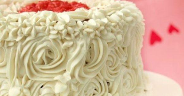الكيكة الحمراء المخملي ة بحشوة التشيز كيك Recipe Recipes From Heaven Vanilla Cake Desserts