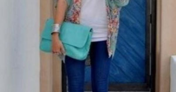 Wicked cute outfit! LOVE the shoe and clutch color. Gotta recreate this...