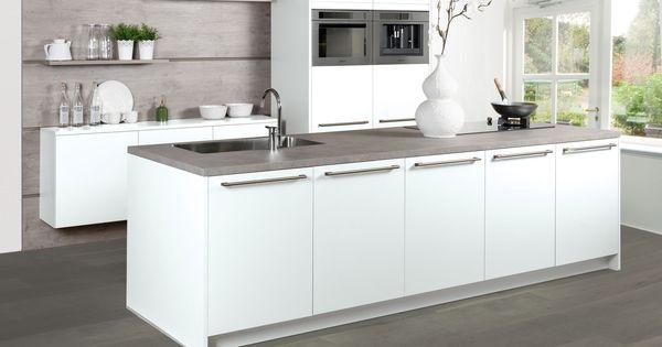 en luxe keuken. Niet alleen door de moderne apparatuur in deze keuken ...