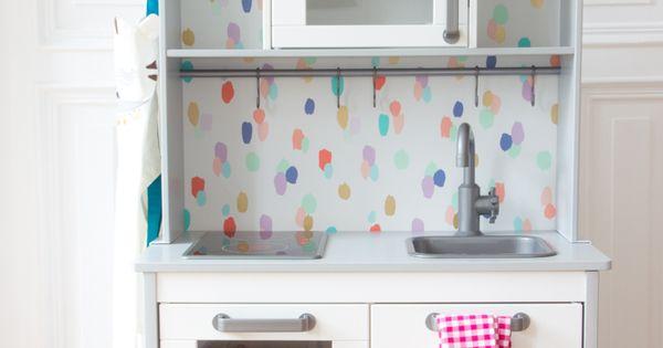 simple diy idee f r kinderk che von ikea r ckwand tapezieren alle infos auf. Black Bedroom Furniture Sets. Home Design Ideas