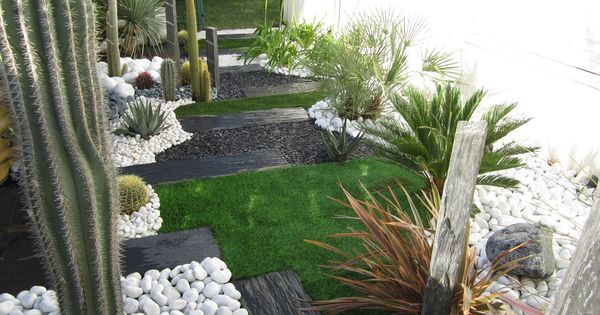 Jardin sec cactus galets polis blancs gazon synth tique for Entretien jardin 41