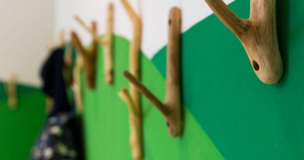 kita kleiderhacken-holz innendesign-grünwand gestaltung design, Schlafzimmer design