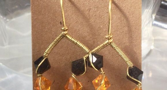 Wire Wrapped Black And Gold Earrings Nwt With Images Gold Earrings