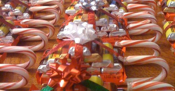 DIY: Christmas Candy Sleighs Must remember this when Christmas comes around. Candy