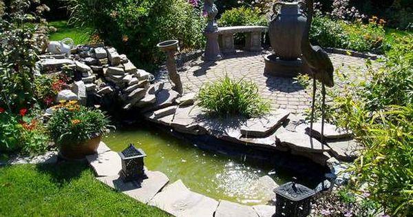 Dise o de jardines con laguna artificial y esculturas for Lagunas de jardin