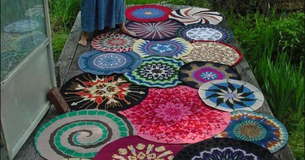 Crochet round rugs and yarn color combinations