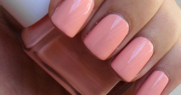 Essie Van D'Goh... a beautiful peachy pink nail polish