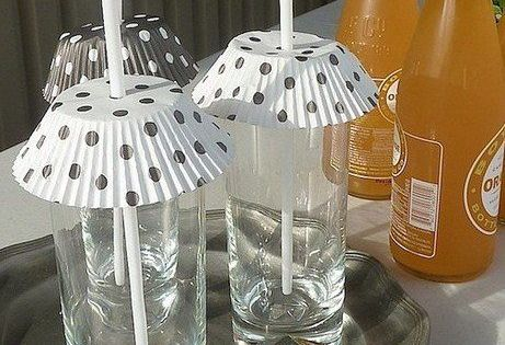 Cupcake Liner Summer Drink Covers. Helpful Hint: Hanging outdoors today? Keep bugs