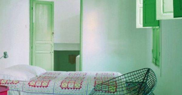 Inspiration des murs couleur vert d eau dans une chambre for Inspiration couleur chambre