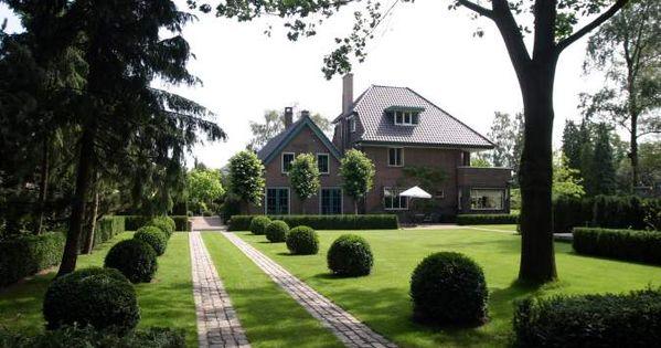 Klassieke tuin die opgaat in het landschap rechte lijnen die worden ingevuld met - Landschapstuin idee ...