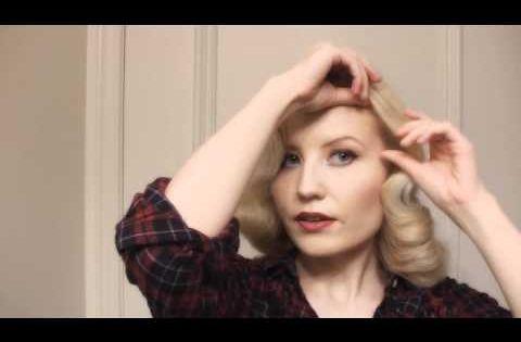 Pin-up girl's hair tutorial