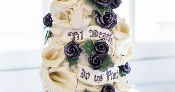 Skull wedding cake - imagine it with Black calas and dark red