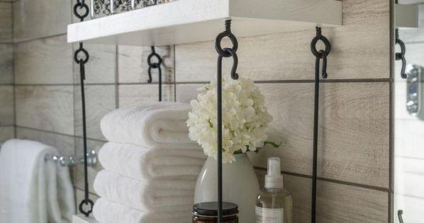 Acomoda tus toallas y productos en estantes y cajas de for Estanterias de mimbre