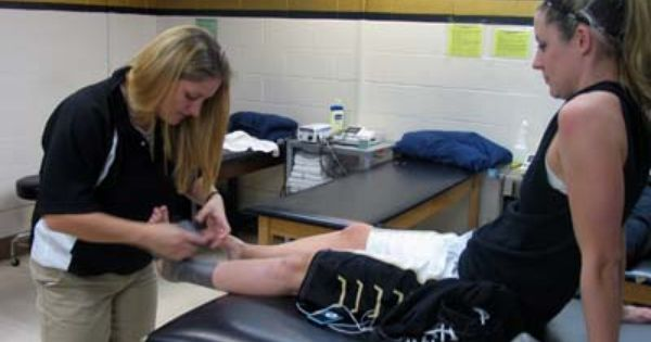 Become A Physiotherapist Assistant Physiotherapist For Sports Teams Athletic Trainer Professional Athlete Sports Trainers
