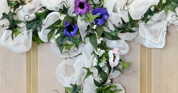 Cross Wreath - Many different deco mesh wreaths with how to instructions