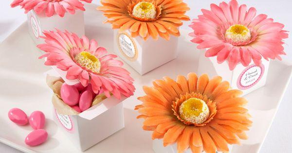 """Daisy Delight"" Gerbera Daisy Favor Box (Bright Orange or Hot Pink) (Set"