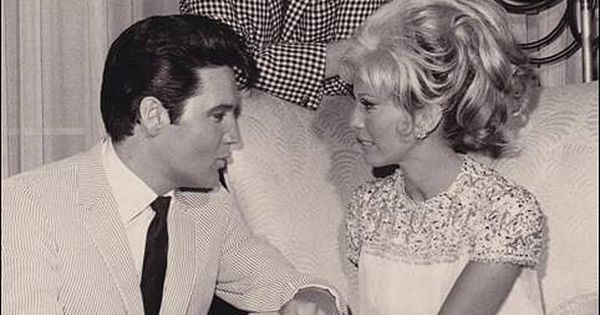 elvis presley and nancy sinatra relationship