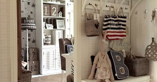 De muur doorbreken en de schuifdeur vastzetten home pinterest interiors shabby and mud rooms - Muur hutch ...